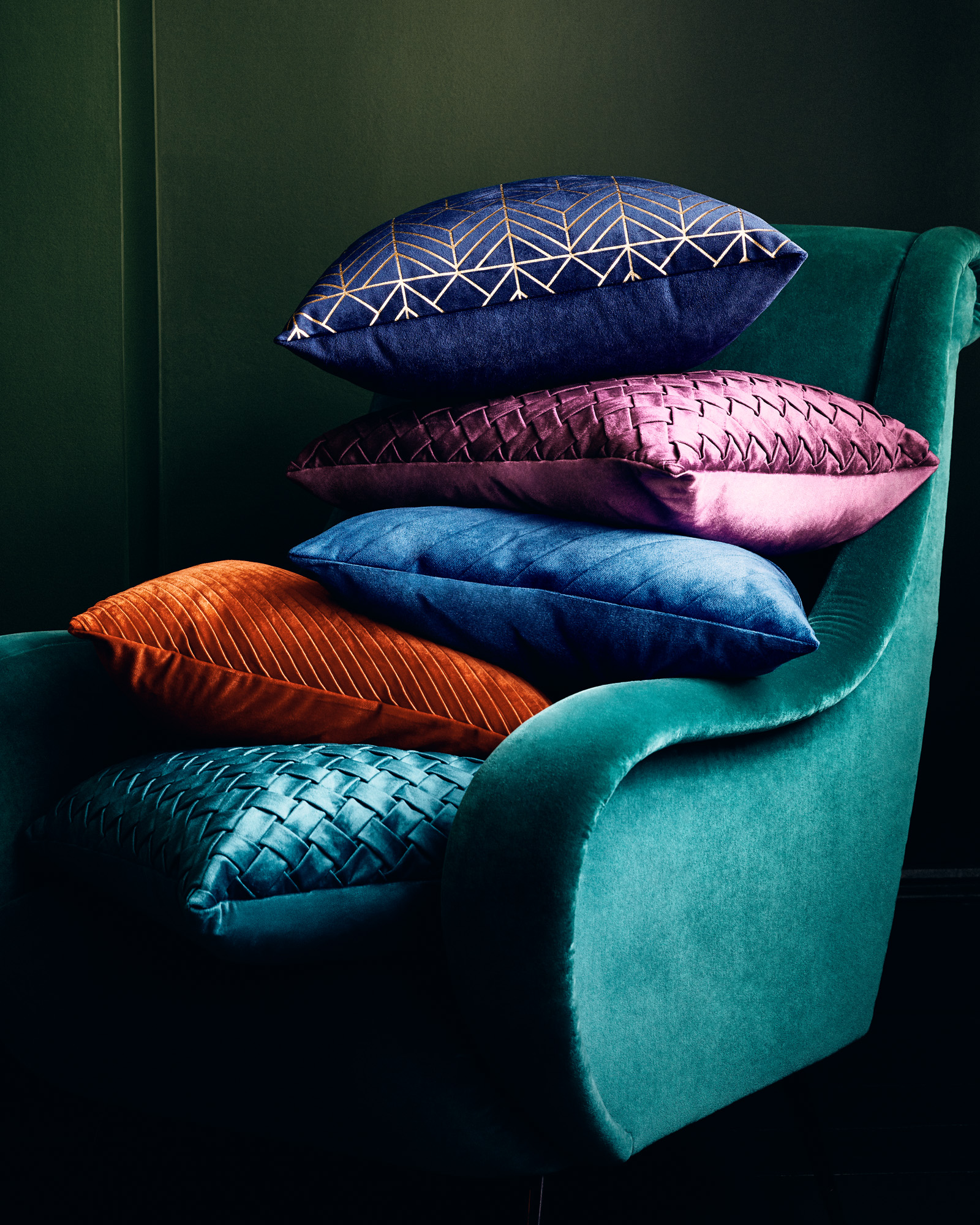 190820_PRIMARK_WK4_DARKFOREST_CUSHIONS_WINDOW_0034_MASTER_2
